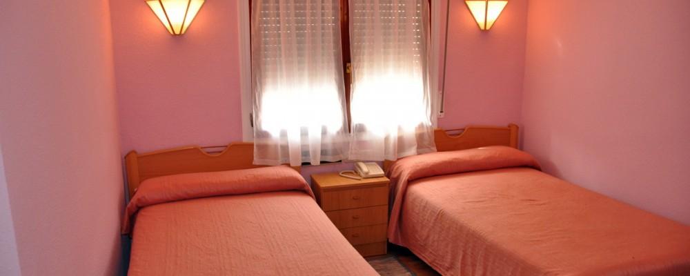 Habitación doble cama pequeña